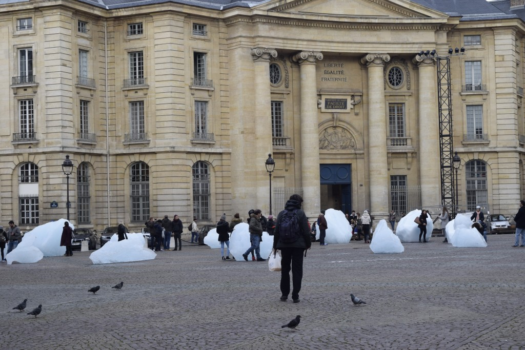 These twelve immense blocks of ice are free-floating icebergs that have melted off from the Greenland ice sheet. Relocated here to the Place du Pantheon and arranged in a clock formation, they present a tangible and immediate testimony of the dramatic effects of climate change.