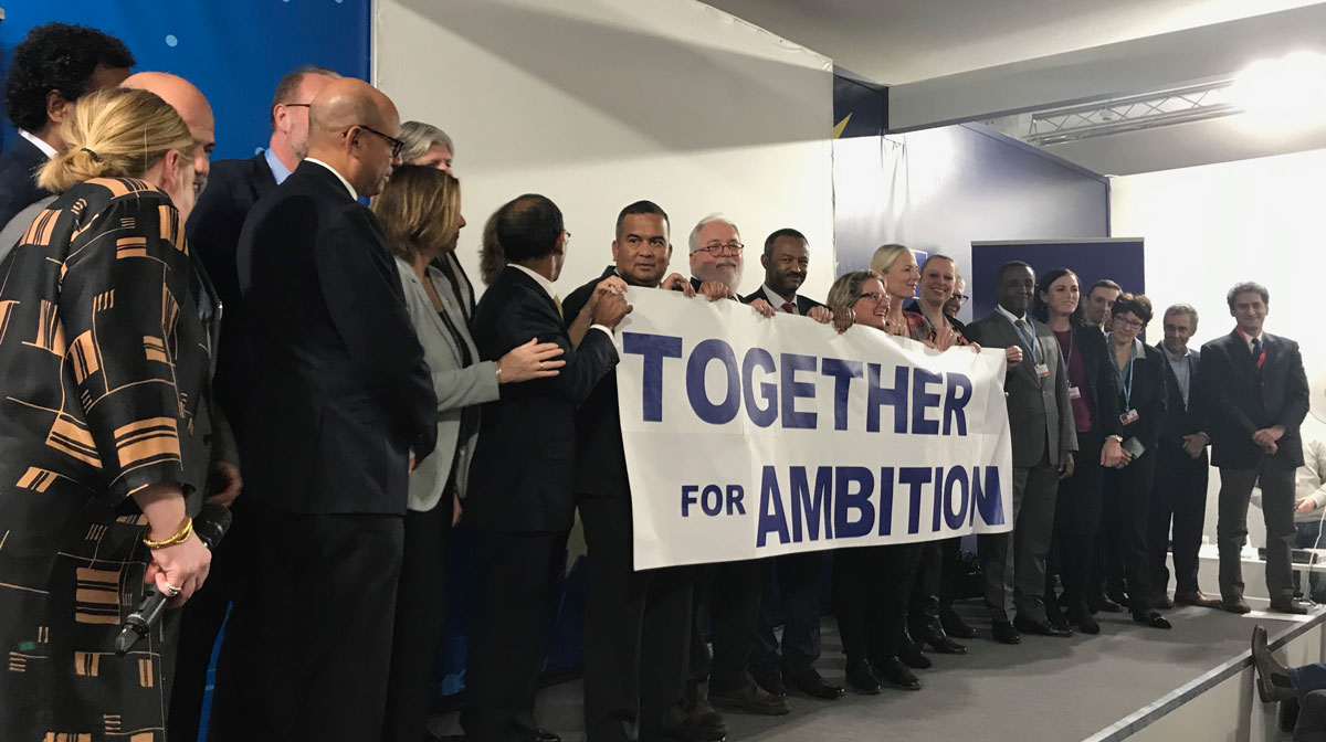 World leaders holding Together for Ambition sign