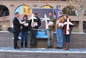 Student Group Delivers Over 1000 Petitions to Ask for Clean Energy